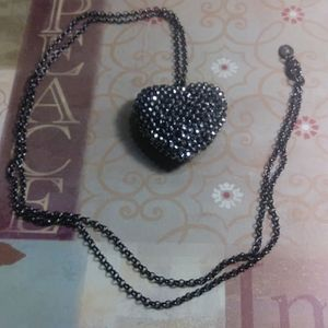 Claire's Large Heart necklace